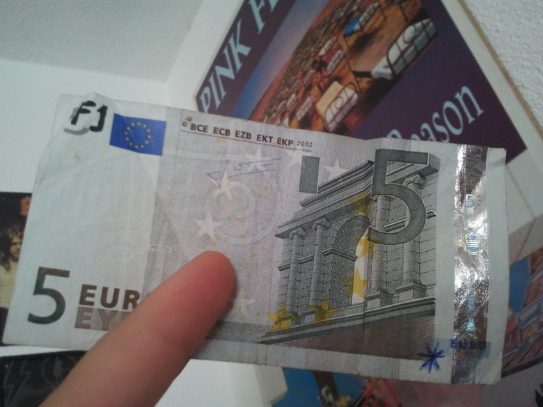Europe is in! Found a bill !. aaawww yyeeeaa way to go ! got that one as change for some beer in Austria, Europe ! star is mine, plz come forward if you have wr