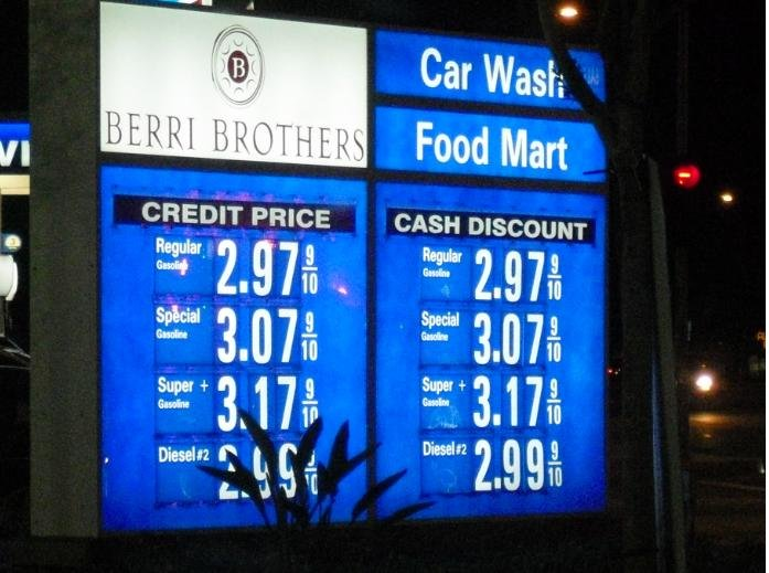 Gas Station FAIL. You're so special if you pay with cash, that we're charging THE SAME PRICE you would have paid with a credit card! What a deal!.