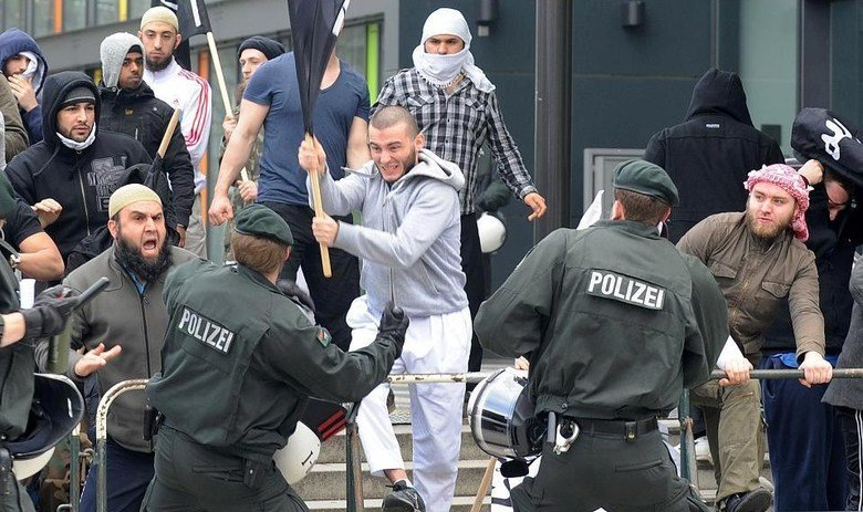 Ich bin ein Berliner. There are many people in the world who don't understand what is the great issue between the free world and the Muslim world. Let them come