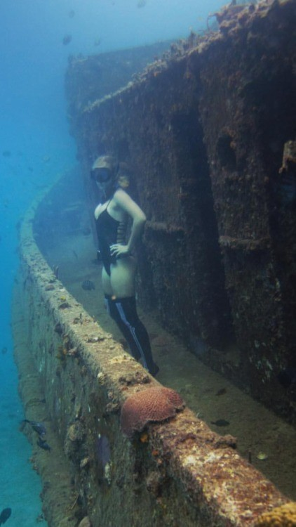 Submerged Women Fetish. SuWoFe.. Would you have sex on the sunken ship level?