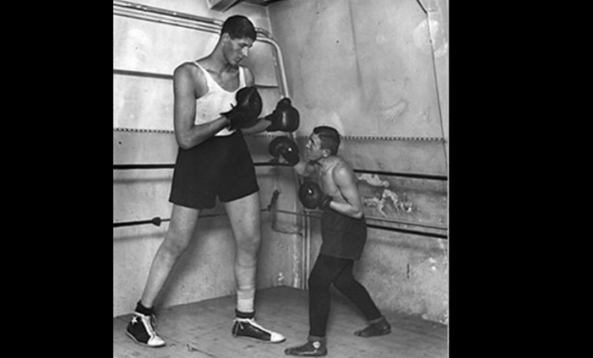 """Tallest Boxer Ever. Gogea Mitu, tallest boxer ever (7'7"""" or 7'9"""" depending on sources). Only fought twice, winning both by knockout... Referee """"you can only hit above the belt"""" Other boxer """"fuuuuuuccck"""""""