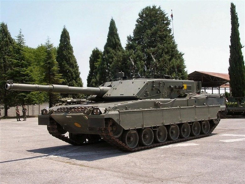 Tank Comp 1. Tank: C1 Ariete Country of origin: Italy Main Armament: 120mm L44 smooth bore gun Top Speed: 65km/h Cost: $7 million The C1 Ariete is the main batt