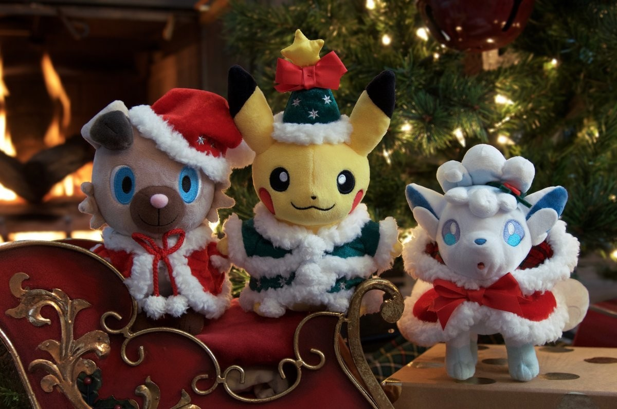 The 2017 Christmas plushes and pins are available in the US now. source=tw&utmmedium=social&utm_term=20171124HolidayCollection#facet:&productBeginIn