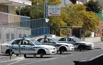 twelve missing tires. .. Must be the Sudanians (They are currently getting here in Israel because they are our illegal immigrants, and seem to be involved in some violent crimes)