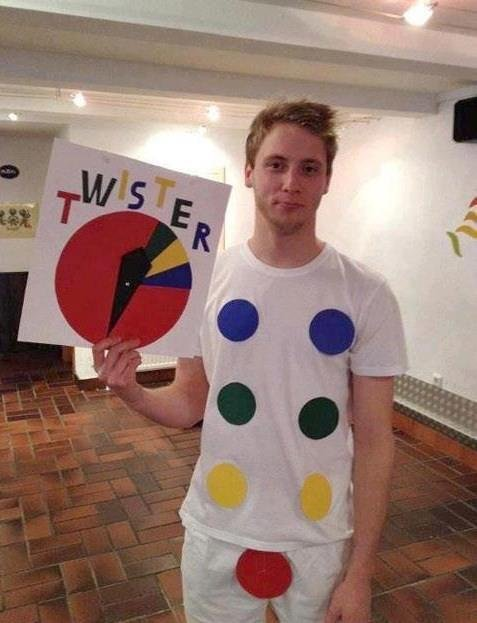 Twister. Who wants to play ? =D.. LETS DO IT!!!!! spins wheel Ok, its the color red......... spins wheel again Right foot! Ok, lets do this!!! <------- MFW